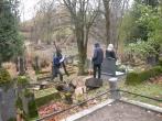 Pusiaukelės namų nuteistieji tvarkė kapines