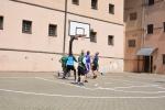 Nuteistieji ir pareigūnai žaidė krepšinį